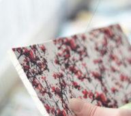 Le carnet japonais • Un cahier d'inspiration japonaise relié à la main • 23janvier imagine et fabrique des articles de papeterie imprimés de motifs floraux et délicats • Chaque article est fabriqué à la main dans l'atelier du sud de la France