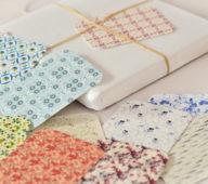 Étiquettes cadeaux • 23janvier • Créateur de papeterie artisanale d'inspiration japonaise / Les petites cartes / étiquettes cadeaux sont imprimées de motifs fleuris et colorés inspirés par la Nature et les Plantes / Ces jolis articles de papeterie apporteront une élégance et une identité à vos emballages.