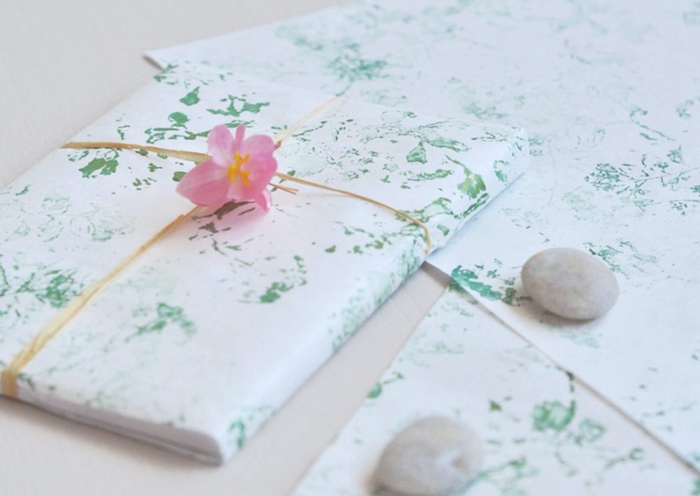 Papier japonais imprimé à la main - motif de fleurs sauvages décliné en plusieurs couleurs • Créé et fabriqué avec soin par l'atelier 23janvier