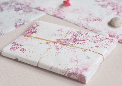 Papier japonais imprimé à la main - motif de feuilles sauvages décliné en plusieurs couleurs • Créé et fabriqué avec soin par l'atelier 23janvier